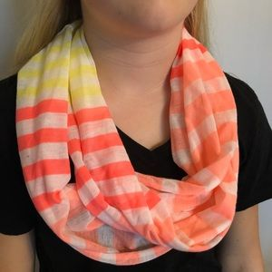 Bright infinity scarf